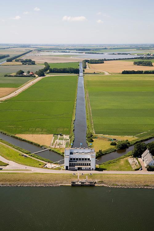 Nederland, Noord-Holland, Medemblik, 14-07-2008; gemaal De Lely, een van de twee gemalen verantwoordelijk voor het droogmalen van de Wieringermeer; in de achtergrond een enorm kassencomplex, a-typisch in jet klassieke polderlandschap; de waterhuishouding van de polder wordt mede verzorgd door de drie vaarten die naar het gemaal lopen; pomp, pompen, drainage . .luchtfoto (toeslag); aerial photo (additional fee required); .foto Siebe Swart / photo Siebe Swart