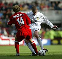 Photo. Andrew Unwin<br /> Middlesbrough v Leeds, Barclaycard Premier league, Riverside Stadium, Middlesbrough 30/08/2003.<br /> Leeds' Seth Johnson (r) is blocked by Middlesbrough's Gaizka Mendieta (l).
