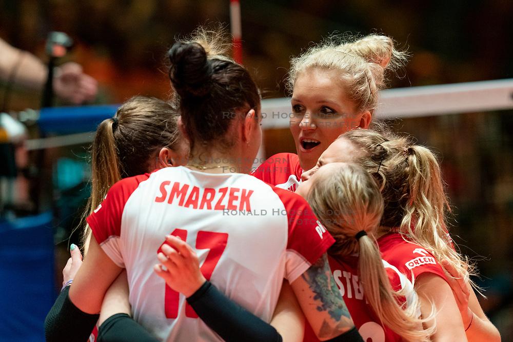 30-05-2019 NED: Volleyball Nations League Netherlands - Poland, Apeldoorn<br /> Agnieszka KakolewskaC #5 of Poland