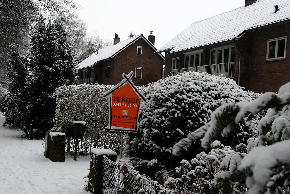 Driebergen,17 dec ,2009.Huis te koop in de winter..(c)Renee Teunis.