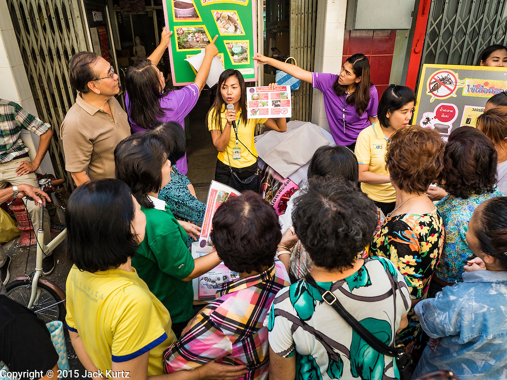 02 DECEMBER 2015 - BANGKOK, THAILAND:  Women participate in a Public Health Ministry outreach session on dengue fever prevention in a neighborhood in Bangkok. The Public Health Ministry in Thailand said that more than 111,000 cases of dengue fever have been reported in 2015, an increase of more than 200% over the number of cases of dengue fever reported 2014. Dengue fever is a virus spread by mosquito and is endemic in southeast Asia. Thai health officials are aggressively spraying areas where mosquitoes are known to live and leading public information and education sessions on preventing dengue fever. There is no vaccine for dengue fever, so preventing dengue means avoiding mosquitoes.       PHOTO BY JACK KURTZ
