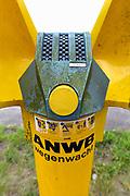 Nederland, Nijmegen, 3-7-2017 De Praatpaal van de ANWB waar automobilsten met pech in contact met de alarmcentrale konden komen is per vandaag opgeheven. De kosten voor onderhoud werden te hoog ten opzichte van het teruglopende gebruik omdat mensen met hun mobiele telefoon de hulpdiensten kunnen bellen. Foto: Flip Franssen