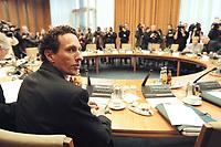 10 JAN 2001, BERLIN/GERMANY:<br /> Prof. Dr. Julian Nida-Ruemelin, Staatsminister, neuer Beauftragter der Bundesregierung für Angelegenheiten der Kultur und der Medien, vor Beginn der Kabinettsitzung, Bundeskanzleramt<br /> IMAGE: 20010110-01/01-08<br /> KEYWORDS: Kabinett, Julian Nida-Rümelin
