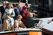 Koningsdag in Dordrecht / Kingsday in Dordrecht<br /> <br /> Op de foto / On the photo: <br /> <br />  Koning Willem-Alexander en Koningin Maxima met hun dochters, Prinses Amalia , Prinses Alexia en Prinses Ariane varen door de haven <br /> <br /> King Willem-Alexander and Queen Maxima with their daughters, Amalia, Princess Alexia and Princess Ariane go by boat through the harbor