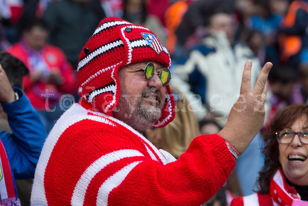 An Atletico de Madrid supporter showing the expected score