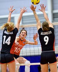 30-12-2015 NED: Nederland - Belgie, Almelo<br /> Op het 25 jaar Topvolleybal Almelo spelen Nederland en Belgie een oefen interland ter voorbereiding op het OKT dat maandag in Ankara begint. Nederland wint ook de tweede wedstrijd 3-1 / Lonneke Sloetjes #10