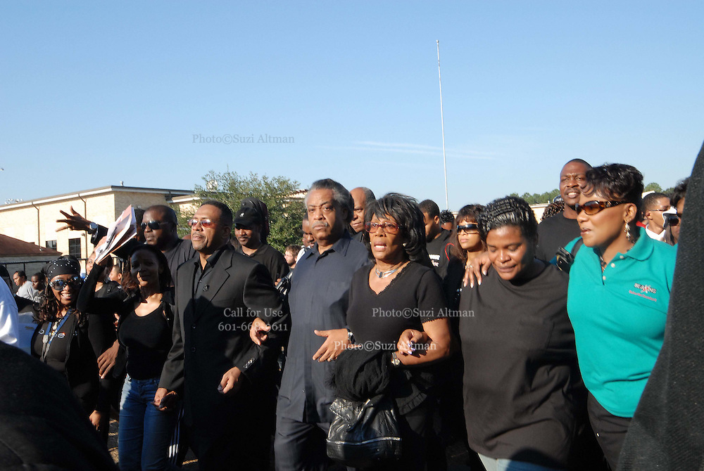 Reverend Al Sharpton, center, leads a group of supporters of the so-called Jena Six during a march past Jena Highschool in Jena, Louisiana, U.S., on Thursday, Sept. 20, 2007. Thousands of people gathered to support the black teenagers who had been charged with attempted murder in the beating of a white classmate.Photo/Suzi Altman)
