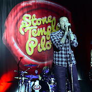 BETHLEHEM, PA - SEPTEMBER 04:  Vocalist Chester Bennington performs on stage with Stone Temple Pilots at Sands Bethlehem Event Center on September 4, 2013 in Bethlehem, Pennsylvania.  (Photo by Lisa Lake/Getty Images)