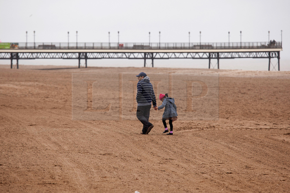 © Licensed to London News Pictures.09/04/2012, Skegness, North Lincolnshire, UK. Bank Holiday Monday weather, Skegness sea front.Photo credit : Dave Warren/LNP