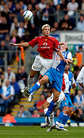 Fotball<br /> Foto: SBI/Digitalsport<br /> NORWAY ONLY<br /> <br /> Blackburn Rovers v Manchester United<br /> Barclays Premiership, 28/08/2004<br /> <br /> Manchester United's Alan Smith fights his way to an aerial ball.