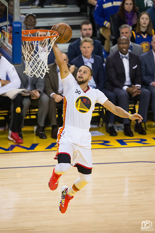 Golden State Warriors guard Stephen Curry (30) lays the ball into the basket during a fast break against the LA Clippers at Oracle Arena in Oakland, Calif., on January 28, 2017. (Stan Olszewski/Special to S.F. Examiner)