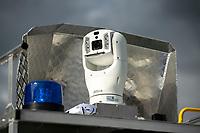 Bialystok, 07.10.2019. Bialostocka Straz Miejska dostala na wyposazenie smogobus, czyli mobilne laboratorium do kontrolowania jakosci powietrza w miescie. Straznicy moga prowadzic obserwacje okolicy przy pomocy kamery na 6,5m wysiegniku i monitorowac czy ktos nie emituje zbyt duzo dymu. Smogobus wyposazany jest rowniez w urzadzenia pomiarowe do kontroli m.in pylomierz N/z zlozona kamera obserwacyja na dachu smogobusa fot Michal Kosc / AGENCJA WSCHOD