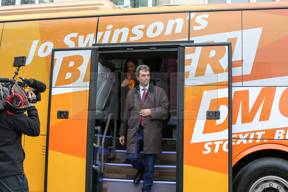 © Licensed to London News Pictures. 21/11/2019. London, UK. Liberal Democrat Shadow Brexit Secretary, TOM BRAKE and London Mayoral candidate, SIOBHAN BENITA<br /> arrives atKaramel Cafe - a creative regeneration charity in Hornsey and WoodGreen, north London in Liberal Democrats' campaign bus. Photo credit: Dinendra Haria/LNP