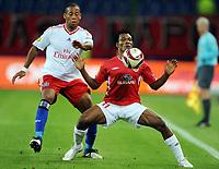 Fotball<br /> Tyskland<br /> Foto: Witters/Digitalsport<br /> NORWAY ONLY<br /> <br /> 01.10.2009<br /> <br /> v.l. Dennis Aogo HSV, Samuel Yeboah<br /> <br /> Europa League Hamburger SV - Hapoel Tel Aviv
