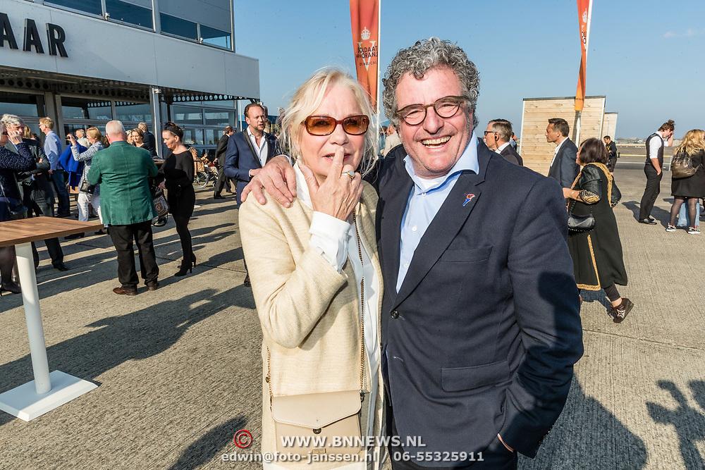 NLD/Katwijk/20170403 - 100ste geboortedag Erik Hazelhoff Roelfzema, Edwin de Vries en partner Monique van der Ven