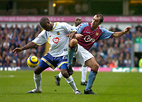 Fotball<br /> Premier League 2004/2005<br /> 06.11.2004<br /> Foto: SBI/Digitalsport<br /> NORWAY ONLY<br /> <br /> Aston Villa v Portsmouth<br /> <br /> Aston Villa's Gavin McCann (R) battles for the ball with Yakubu Aiyegbeni