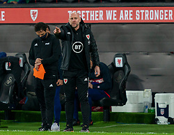SWANSEA, WALES - Thursday, November 12, 2020: Wales' assistant coach Robert Page, who stands in for manager Ryan Giggs after he was arrested on suspicion of assault, during an International Friendly match between Wales and the USA at the Liberty Stadium. (Pic by David Rawcliffe/Propaganda)