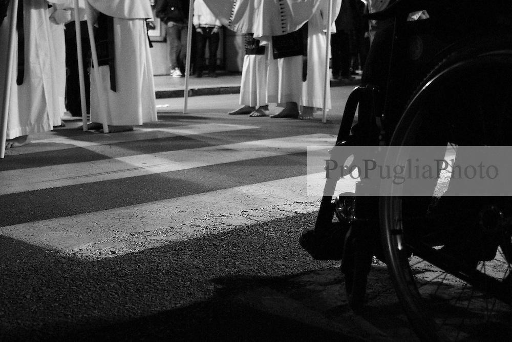 I riti della Settimana Santa a Taranto, Processione vista dal basso