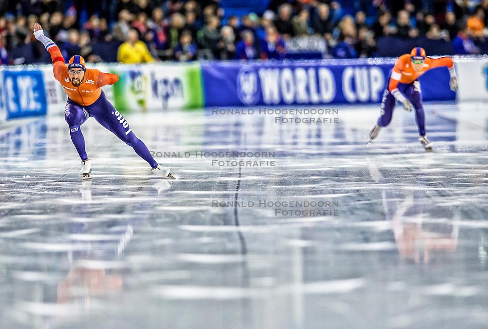 10-12-2016 NED: ISU World Cup Speed Skating, Heerenveen<br /> 1500 m men / Kjeld Nuis heeft bij de wereldbeker schaatsen in Heerenveen goud gewonnen op de 1500 meter. Ploeggenoot Patrick Roest (rechts) behaalde brons in 1.46,42.