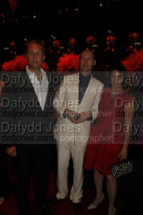 Ian Wace, Lex Fenwick ( Bloomberg) and Jennifer Moses, Ark Gala Dinner, Marlborough House, London. 5 May 2006. ONE TIME USE ONLY - DO NOT ARCHIVE  © Copyright Photograph by Dafydd Jones 66 Stockwell Park Rd. London SW9 0DA Tel 020 7733 0108 www.dafjones.com
