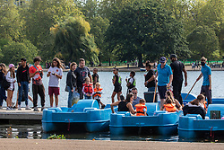 © Licensed to London News Pictures. 19/09/2020. London, UK. Large groups of people queue for a pedalo in the warm sunshine as Police patrol Hyde Park in London on the first weekend of the Rule of Six where gatherings of over six people have now been banned by the Government after a spike in coronavirus cases. Prime Minister Boris Johnson announced yesterday that the UK was heading for a second wave with the North East already under lockdown. Photo credit: Alex Lentati/LNP