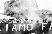 Studenti liceali romani durante la manifestazione contro i tagli alla scuola pubblica, contro il governo di larghe dalle intese e in solidarietà ai migranti morti a Lampedusa . Roma, 4 ottobre 2013. Christian Mantuano / OneShot