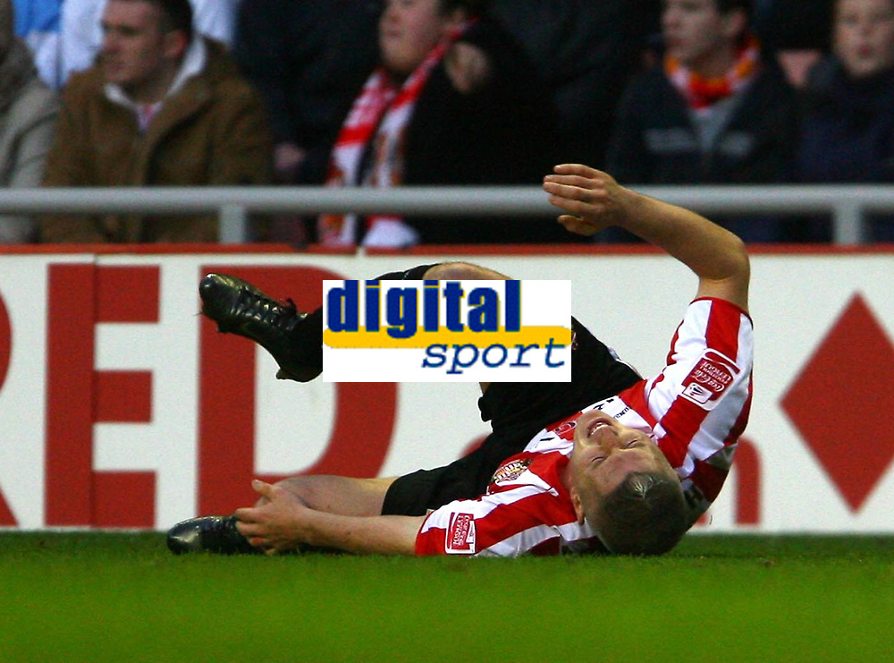 Photo: Andrew Unwin.<br />Sunderland v Luton Town. Coca Cola Championship. 09/12/2006.<br />Sunderland's Graham Kavanagh feels the pain after a challenge.