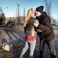 Nederland, Amsterdam , 2 januari 2015.<br /> <br /> Grote Postcodewinnaar Ricardo (winnaar van 1,9 miljoen) uit de Steenderenstraat wordt gefeliciteerd door kleinere winnares (winnares van 5000-6000 euro) en overbuurvrouw Loes Esmeijer<br /> Foto:Jean-Pierre Jans
