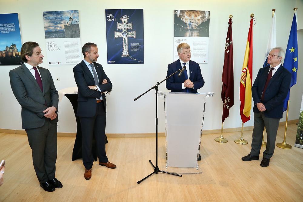 """11 May 2017, EA Group meeting<br /> Belgium - Brussels - May 2017.  Exhibition opening""""Los Caminos de la Cruz""""<br /> CoR President Markkula <br /> <br /> © European Union / Patrick Mascart"""