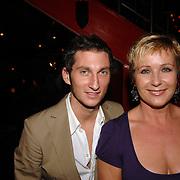 NLD/Amsterdam/20061108 - Uitreiking ' Cosmo-vrouw van het jaar 2006, Inge Iepenburg en stylist Pieter van Loon