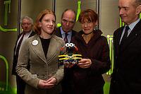 """28 JAN 2004, BERLIN/GERMANY:<br /> Edelgard Bulmahn (2.v.R.), SPD, Bundesforschungsministerin, laesst sich von Lina Theidig, Schuelerin Gymnasium Altenforst, Troisdorf, den Roberta-Roboter, einen Lego-Mind-Storm Roboter, erklaeren, 2.v.L.: Prof. Dr. Dr. hc Joachim Treusch, Vorsitzender des Vorstands des Forschungszentrums Juelich und Sprecher der Initiative """"Wissenschaft im Dialog"""", R: Prof. Dr.-Ing. Hubertus Christ, Vorsitzender Deutscher Verband Technisch-Wissenschaftlicher Vereine, Eroeffnungsveranstaltung Jahr der Technik, Deutsches Technik Museum<br /> IMAGE: 20040128-01-019"""