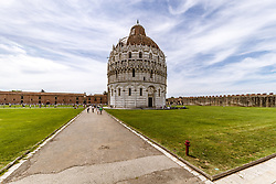 THEMENBILD - das Baptisteriumbeim Schiefen Turm von Pisa, aufgenommen am 24. Juni 2018 in Pisa, Italien // the Baptistery of San Giovanni by the Leaning Tower of Pisa, Pisa, Italy on 2018/06/24. EXPA Pictures © 2018, PhotoCredit: EXPA/ JFK