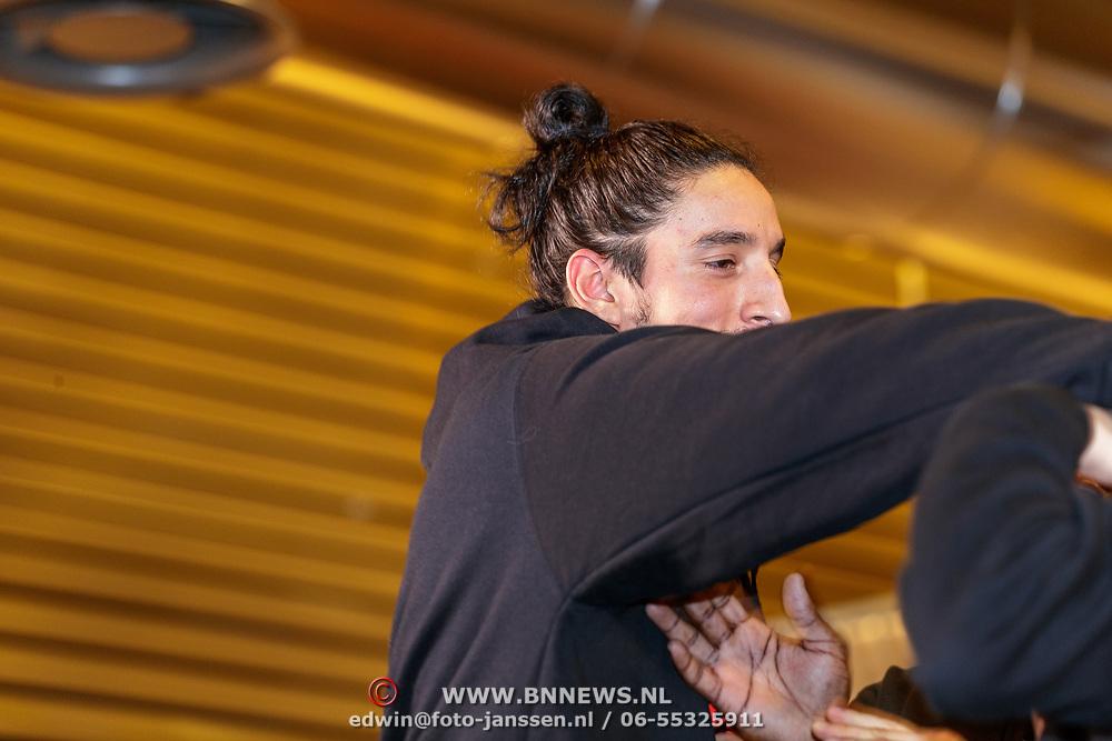 NLD/Almere/20190117 - Stare down van Boxing Influencers, Ismail Ilgun vechtend met Hanwe Chang