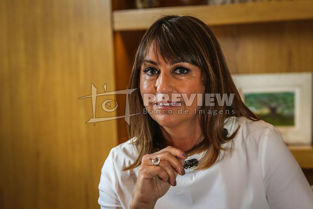 Retrato da jornalista e apresentadora de televisão Rosane Marchetti, em sua residência, no bairro Rio Branco. Em junho de 2016, Rosane se despediu do Grupo RBS, afiliada da TV Globo no Rio Grande do Sul, ao ser demitida depois de produzir o programa Globo Repórter de maior audiência nos últimos anos, sobre as belezas da Serra da Mantiqueira, que rendeu 24,2 pontos no Ibope na Grande São Paulo. Após mais de 30 anos de trabalho na emissora gaúcha, onde atuou como apresentadora, editora e repórter especial, a jornalista atualmente trabalha na Rede Globo.  (Foto: Gustavo Roth / Agência Preview) © 13DEC16 Agência Preview - Banco de Imagens