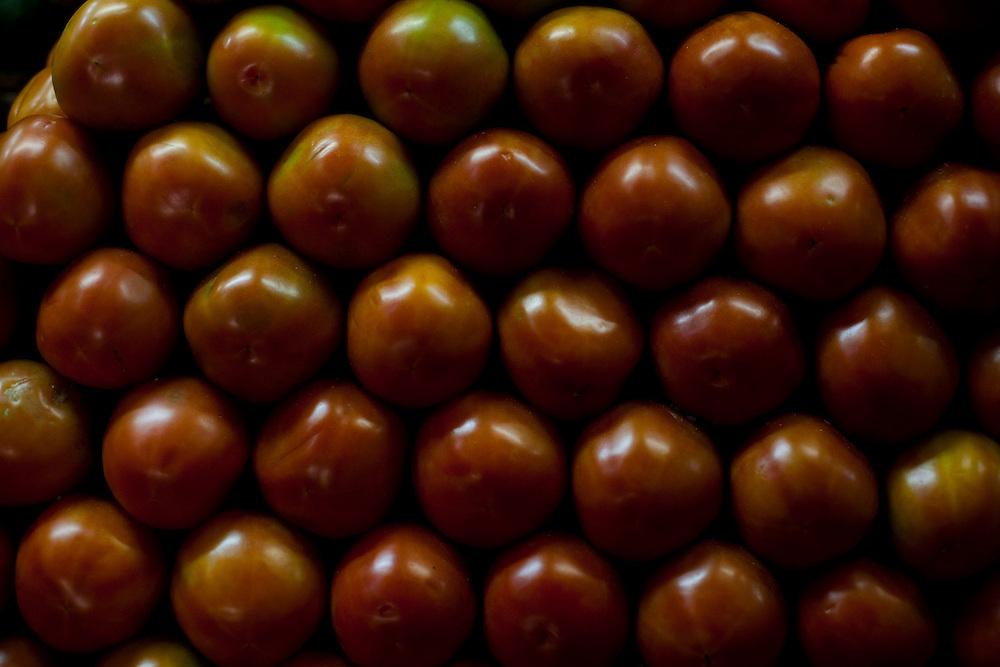 Belo Horizonte_MG, Brasil...80 anos do Mercado Central. Na foto comercio de tomate...80 years of Mercado Central. In this photo, the tomatoes commerce...Foto: LEO DRUMOND / NITRO
