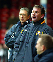 Photograph: Scott Heavey.<br />Walsall v Bradord City. Nationwide Division One. 06/12/2003.<br />Bryan Robson and Colin Lee (L) look on
