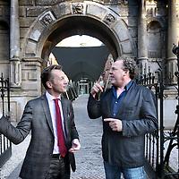 Nederland, Amsterdam , 20 maart 2012..Directeur Wim Pijbes van het Rijksmuseum en cabaretier Bert Visser samen voor de Groninger Herepoort van het Rijksmuseum...Foto:Jean-Pierre Jans