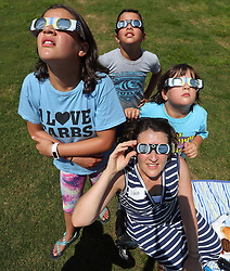 August 21, 2017 - Clayton, Georgia, UU.S. - ILANA WEISMARK, Atlanta, and her children KINNERET, 12, AMISHAI, 10, and KEDEM, 7, watch the total solar eclipse during a solar eclipse shabbat at Ramah Darom on Monday, August 21, 2017, in Clayton, a city in the path of totality in North Georgia. (Credit Image: © Curtis Compton/TNS via ZUMA Wire)