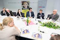 16 JUL 2018, HAMBURG/GERMANY:<br /> Dr. Melanie Leonhard (3.v.L.), SPD, Senatorin fuer Arbeit, Soziales, Familie und Integration, und Hubertus Heil (4.v.L.), SPD, Bundesminister fuer Arbeit und Soziales, im Gespraech mit Behoerdenmitarbeitern, wahrend dem Besuch der Jugendberufsagentur Hamburg-Mitte, im Rahmen der Sommerreise von Hubertus Heil<br /> IMAGE: 20180716-01-034