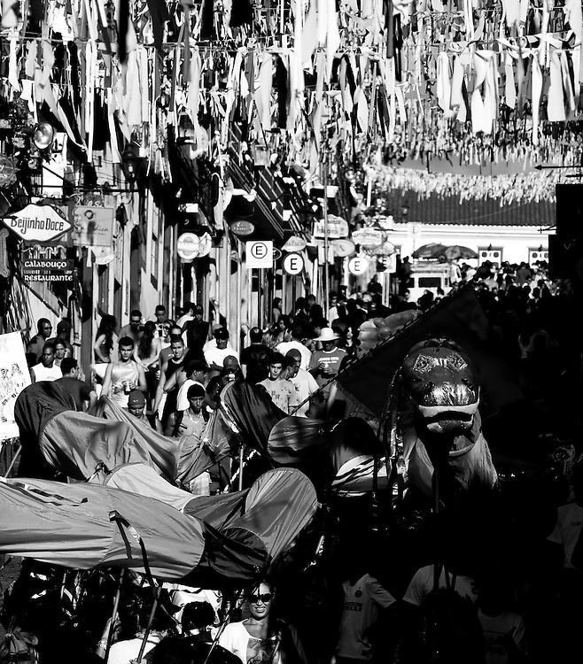 Ouro Preto_MG, 15 de Fevereiro de 2010 ..UOL - Carnaval nas cidades historicas de Minas Gerais. ..Na foto, o Bloco Balanco do Cobra desfila pelo centro historico da cidade..Foto: Leo Drumond / NITRO