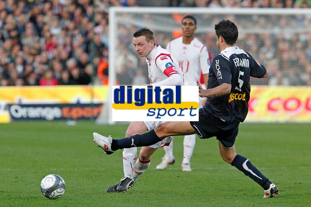 FOOTBALL - FRENCH CHAMPIONSHIP 2009/2010 - L1 - GIRONDINS BORDEAUX v LILLE OSC - 21/03/2010 - PHOTO FRANCOIS FLAMAND / DPPI <br /> FERNANDO  (BOR) / TEPHANE DUMONT (LOSC)