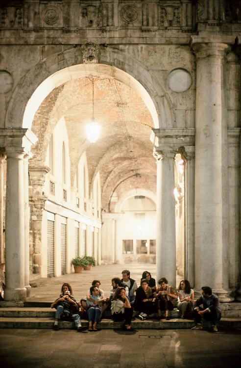 29 JUN 1996 - Vicenza - Piazza dei Signori e Basilica palladiana. Passeggiata serale.