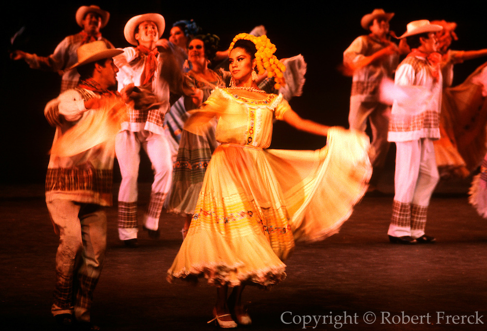 MEXICO, MEXICO CITY, ENTERTAINMENT Bellas Artes Theater; the Ballet Folklorico, with performances of traditional and regional folk dances