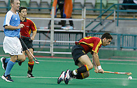 10th Men's World Cup Fieldhockey. New Zealand vs Spain. Spanish Eduard Tubau (r) tries to score. left Newzealand-defender Hymie Gill. 2e r Spanish Victor Sojo.