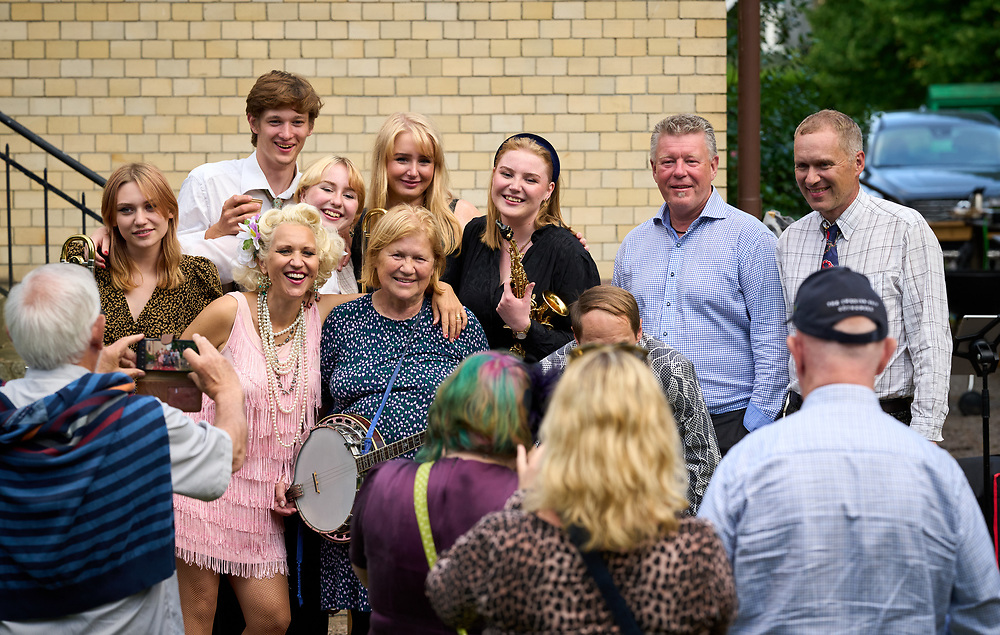 2021-06-30 INGELSTRÄDE<br /> Tid: 20:47<br /> Gunhild Carling fortsatte sin europaturné med en spelning på Cirkusmuseet i Ingelsträde.<br /> <br /> Carling Family<br /> <br />  ***betalbild***<br /> <br /> Foto: Peo Möller<br /> <br /> Båstad, Gunhild Carling, Carling Family, konsert, musiker, artist, scen, utomhus, sommarkonsert, europaturné, Carling Family