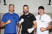Boxen: Hamburg, 08.12.2020<br /> v.l: Trainer Mark Haupt, Edi Kadrija (Boxen im Norden) und Mick Brügmann<br /> © Torsten Helmke