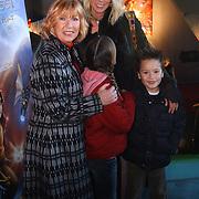 Premiere Piratenplaneet, Willeke Alberti, dochter Danielle van 't Schip - Oonk en kleinkinderen Davey, Estelle