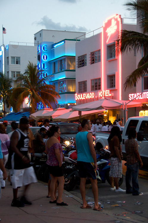 People observing and passingy on Ocean Drive on the Miami Beach Urban Weekend 2008.The Miami Beach Urban weekend in the largest Urban Festival in the World, that caters toward the Hip Hop Generation. Over 300.000 participants make the annual trek to South Beach for 4 days full of fun, food, festivities, entertainment, music, and more.