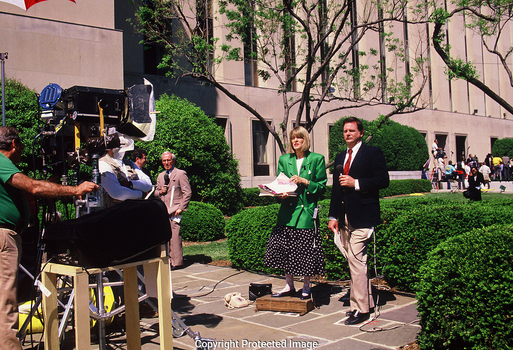 CBS correspondents Rita Braver and Eric  Eingbergreport on a verdict in the Olver North trial on May 4, 1989<br /> Photo by Dennis Brack