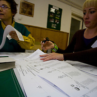 Officials validate a polling sheet during the European Parliamentary elections in Budapest, Hungary. Sunday, 07. June 2009. ATTILA VOLGYI